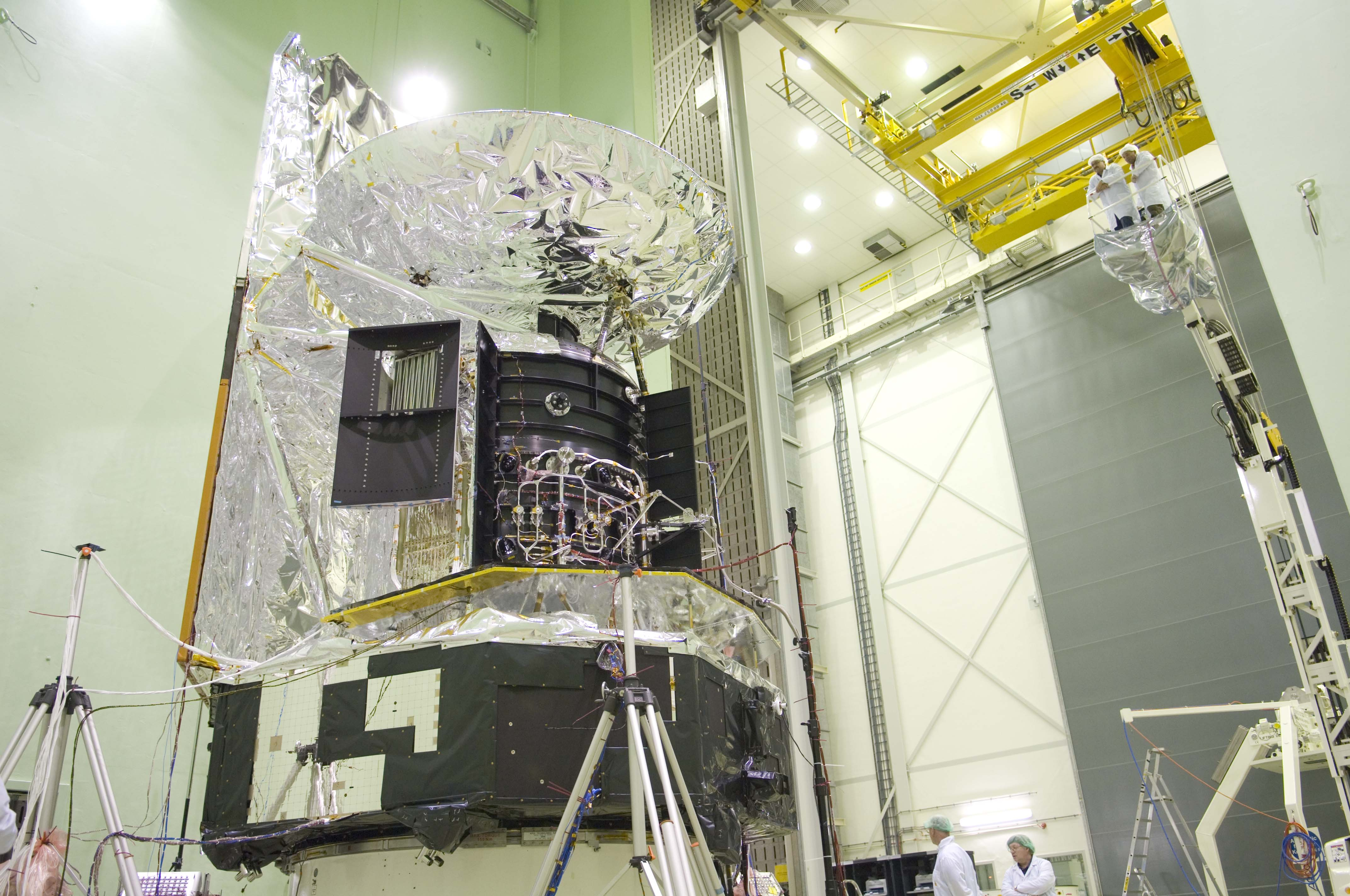 Herschel final test preparations in the Large European Acoustic Facility (LEAF)