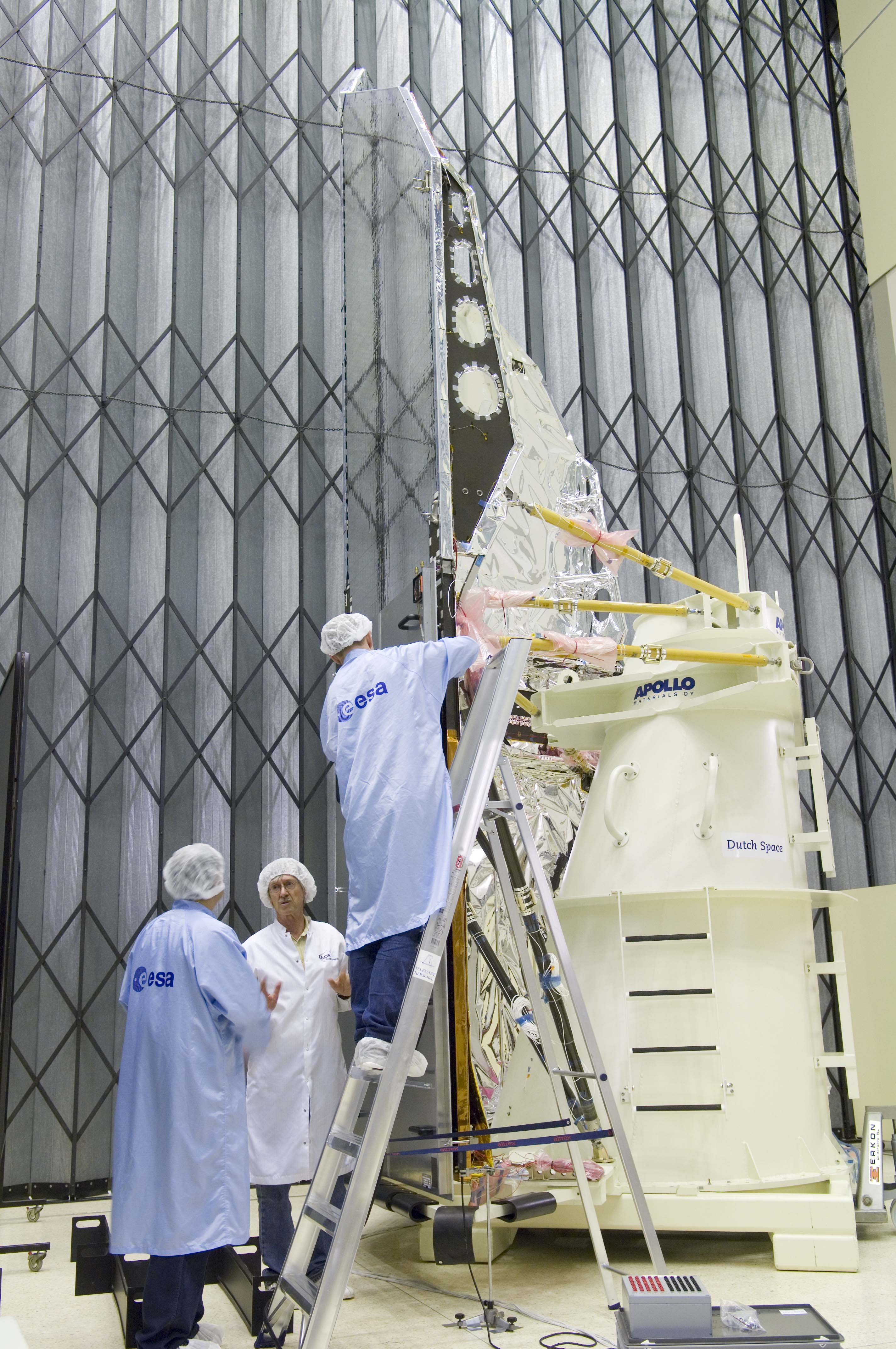 Herschel solar array flashertests