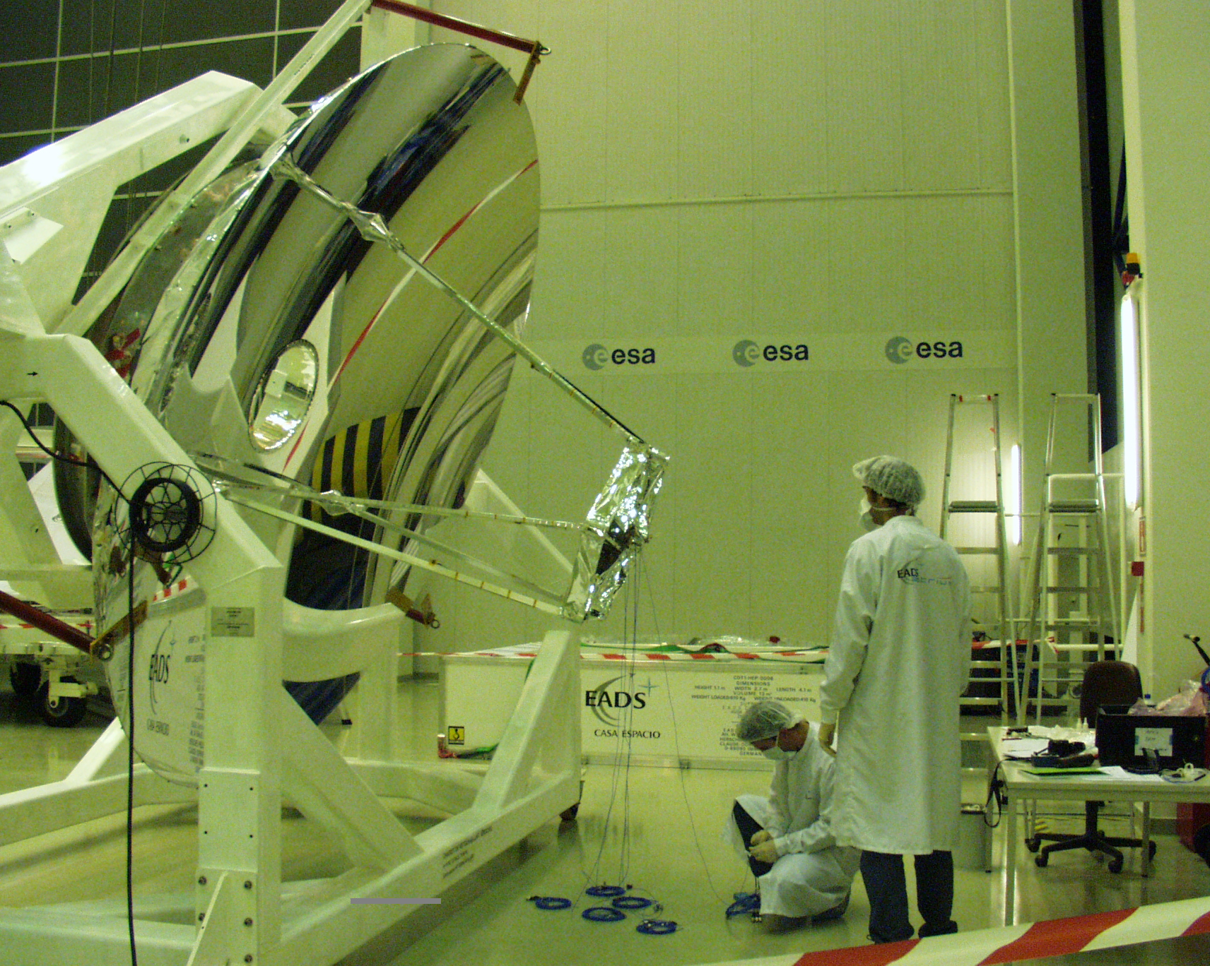 Installation of accelerometers on the Herschel Telescope for the upcoming mechanical and acoustic tests
