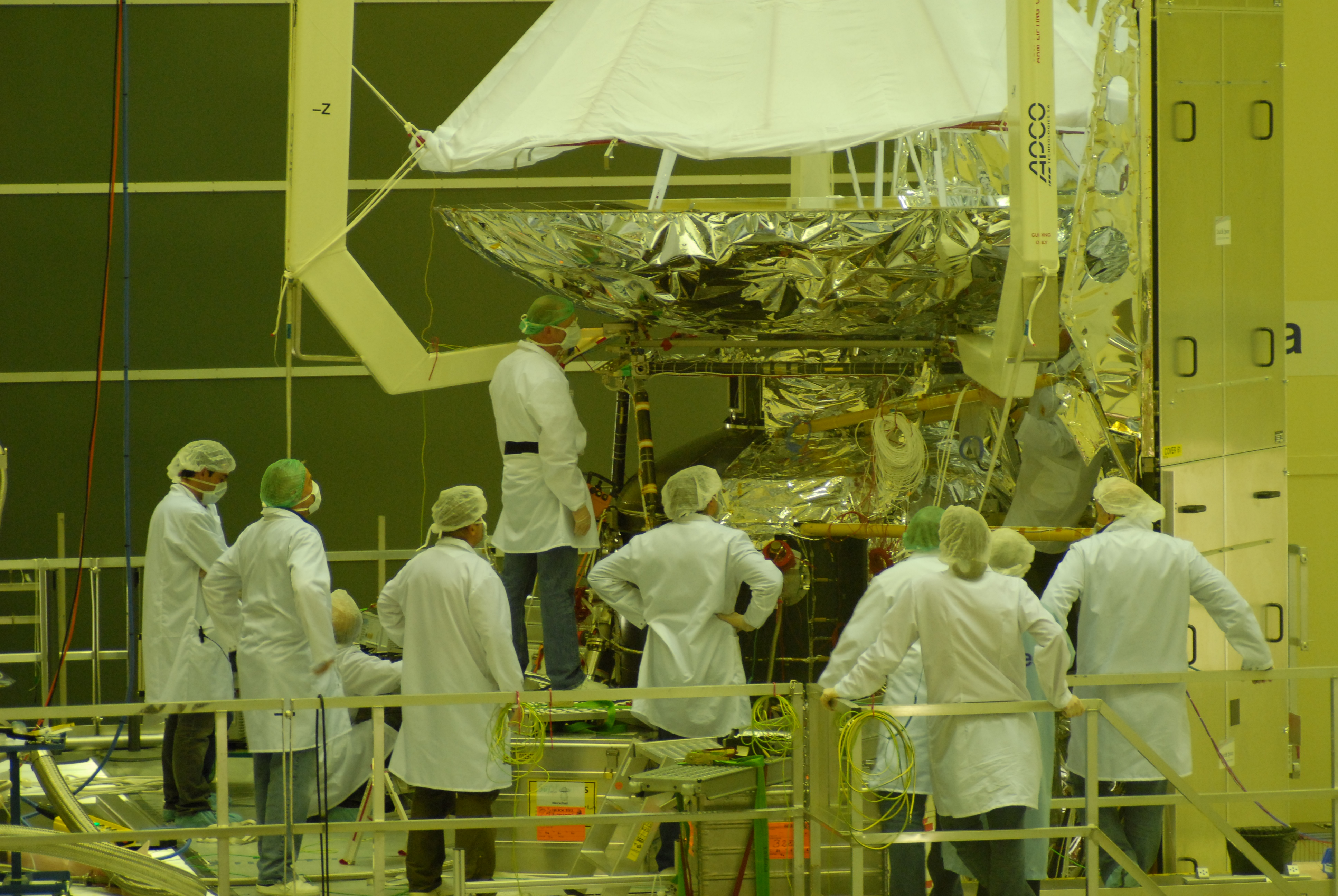 Telescope in place on the cryostat