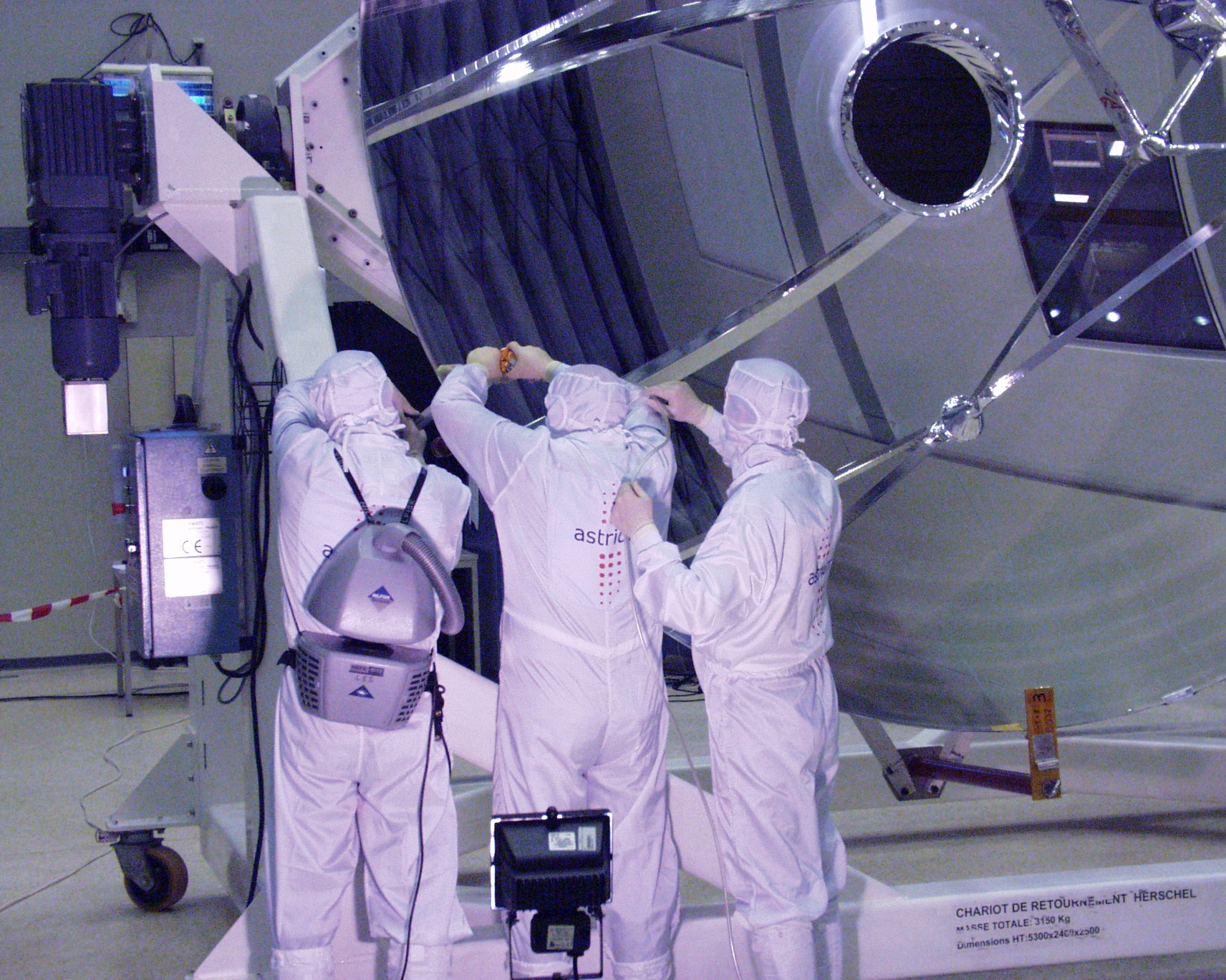 Herschel flight telescope unpacked and inspected