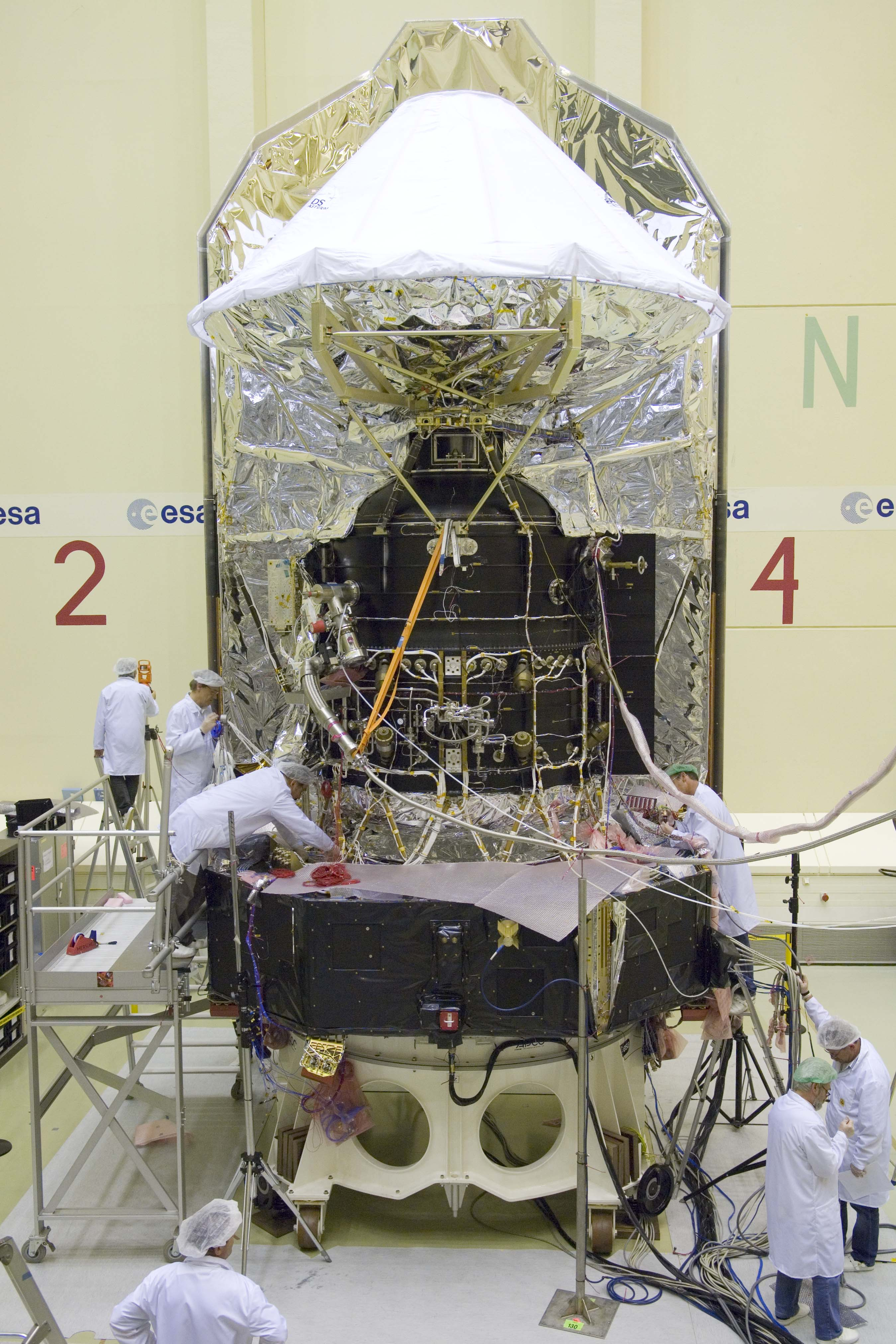 Herschel spacecraft close to mechanical completion