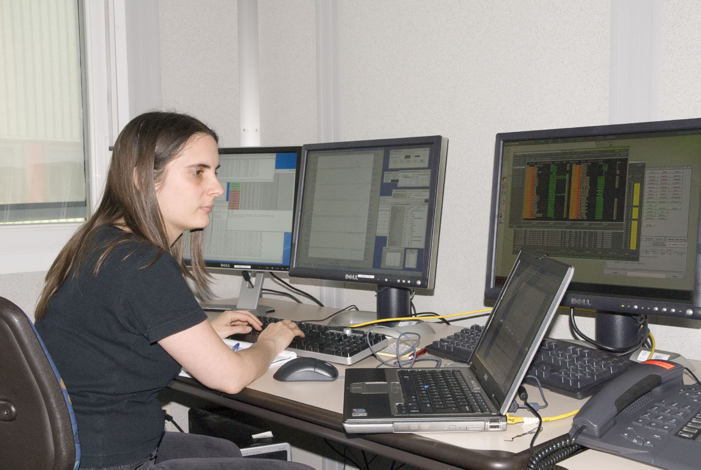 Sarah Leeks (SPIRE) monitoring the recycling of the He-3 cooler