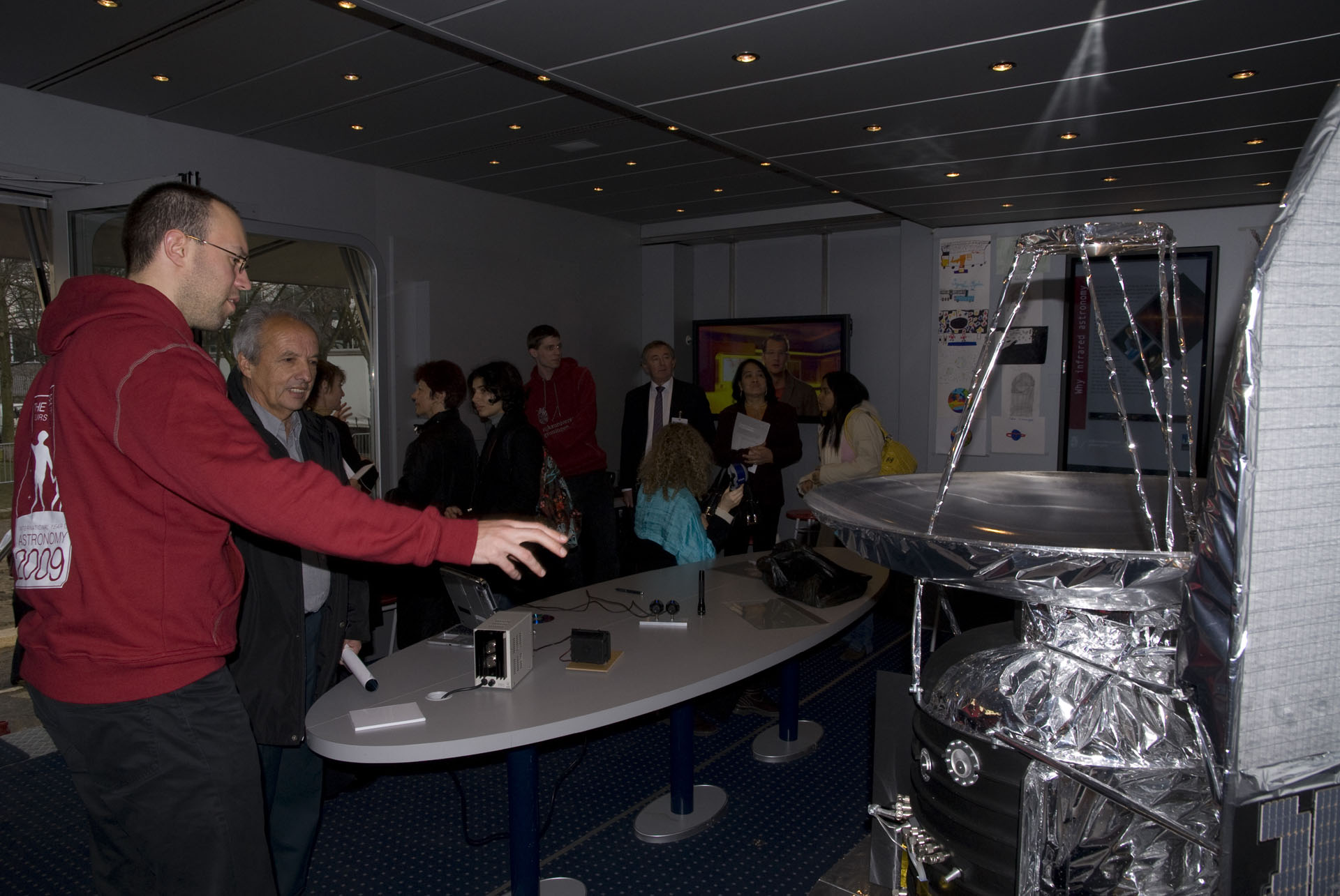 Groningen Discovery Truck - inside the truck visitors get information about Herschel and infrared light in general
