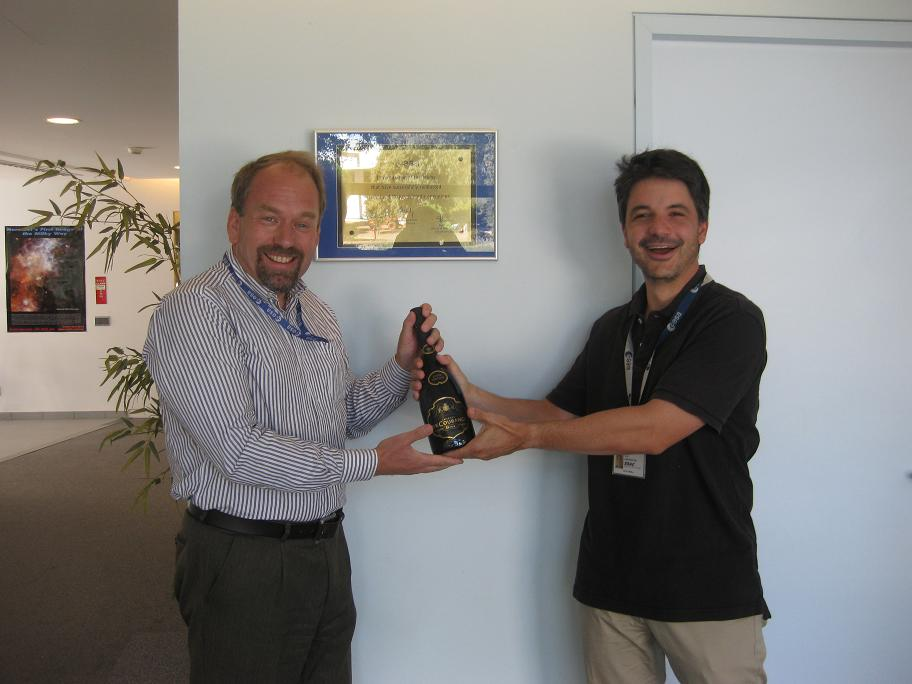 HSC webmaster Jean Matagne (left) receiving his prize from the poll organiser David Ardila.